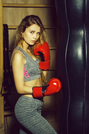 Pretty girl boxer punching Stockfoto