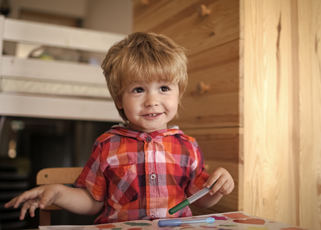 Painter child with coloring book. Stockfoto