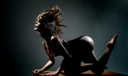 Sexy Kurven Mädchen Hintern ohne Cellulite. Arsch weiblich. Womans Po Anti-Cellulite und Hautpflege. Gesäß Frau. Gesäß der großen sandigen Frau. Nackter Arsch.