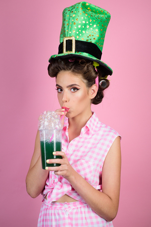 pin up woman with trendy makeup. retro woman drink summer cocktail. pinup girl with fashion hair. pretty girl in vintage style. perfect housewife. having fun. St. Patricks Day Фото со стока