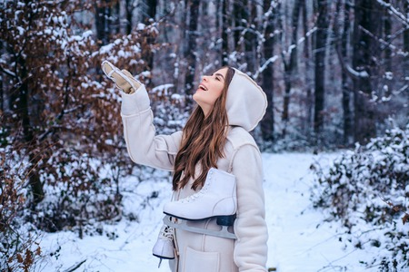 Vintage winter person. Models having fun in winter park. Global cooling. Winter portrait of young woman in the winter snowy scenery. Banco de Imagens