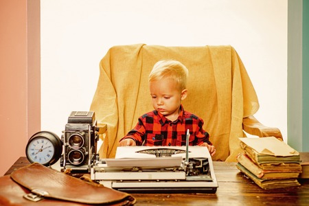 Vintage is real class. Little boy type paper on vintage typewriter Stockfoto