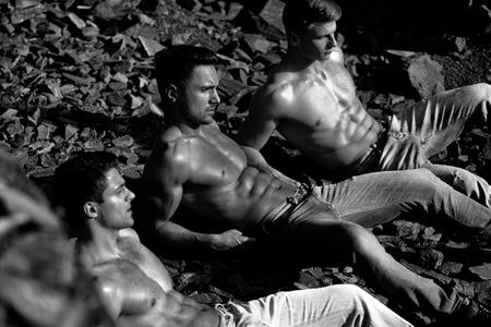 macho men with muscular sexy body outdoor 免版税图像 - 116209076