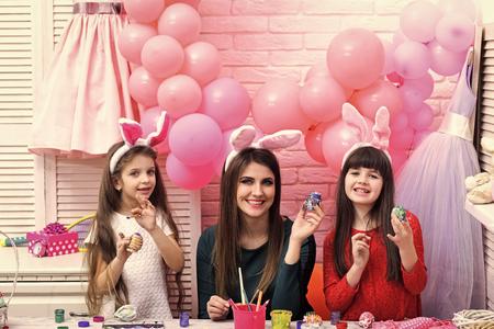 Happy family celebrate spring holiday, love. Stock Photo - 117234192