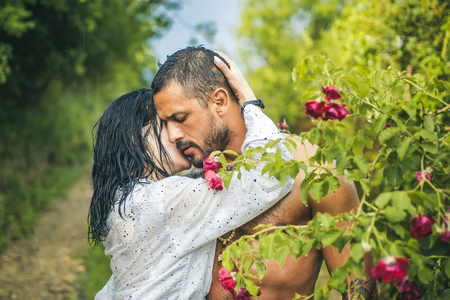 Love in the garden. Passionate couple in the garden hugging. Standard-Bild