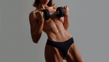 Mujer sexy con cuerpo sano. Mujer en forma, hermosa y deportiva. Foto de archivo