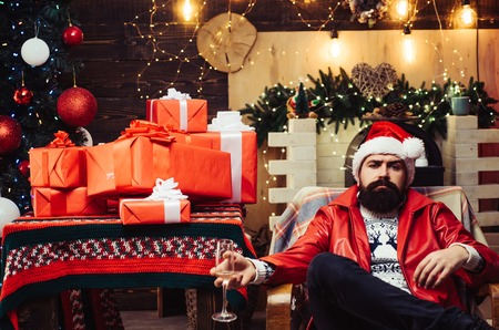 Hipster santa claus. New year mood. New year party. Christmas Celebration holiday. New year party. Santa drunk. Stockfoto