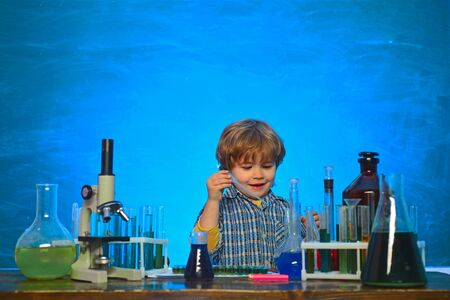 Elementary school. It was a little chemistry experiment. Back to school and home schooling. Science and education concept. What is taught in chemistry Imagens - 124924803
