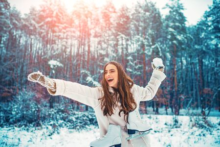 Winter woman. Outdoor portrait of young beautiful girl with long hair. Imagens