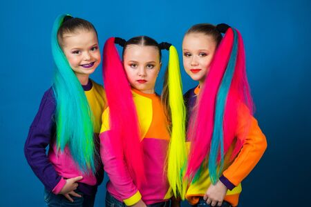 Trendy girls. Back to School Hairstyle. Dressing similar to the best friend. Kanekalone hairstyle multi color braids. Yang hipster design. Sister family look.