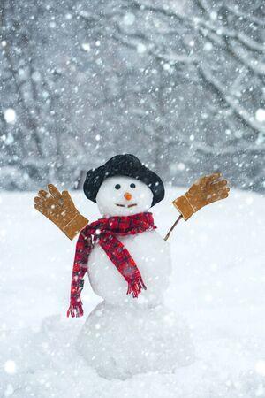 Christmas snowman on white snow background. Winter background with snowflakes and snowman. Snowman on the background of stars and snowflakes. 版權商用圖片
