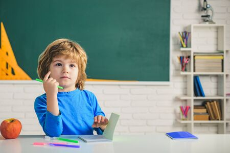Funny child from elementary school. Little child at school lesson. Kids gets ready for school. Banque d'images - 141252028