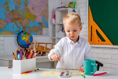 Schoolkid or preschooler learn. Portrait of Pupil of primary school study indoors. Home schooling. Banque d'images - 142529316
