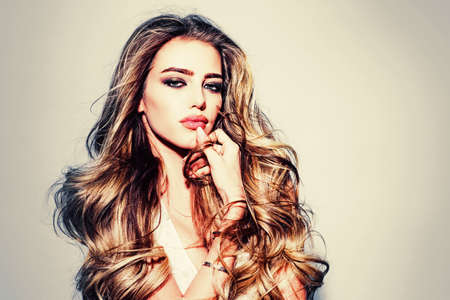 Beautiful girl with long wavy hair. Beautiful young woman with clean fresh skin. Portrait of a young blond woman with long healthy hair. Fashion and beauty. Beauty woman face portrait. Standard-Bild