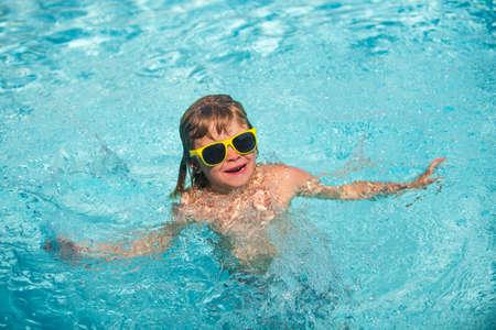 Child swimming in sea or swimming pool. Stockfoto