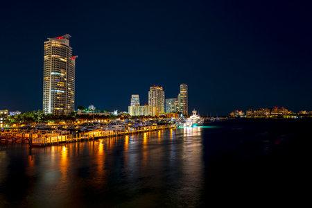 Miami city skyline. Florida. Miami skyscrapers at the night. USA. Imagens