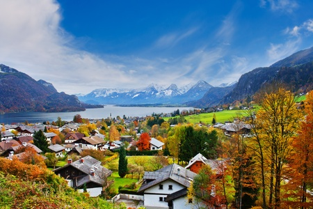 A picturesque landscape of Mondsee lake with multiple cottages on its bank Stock Photo