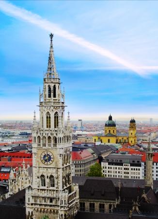 青い空、ドイツのミュンヘンの町並み 写真素材