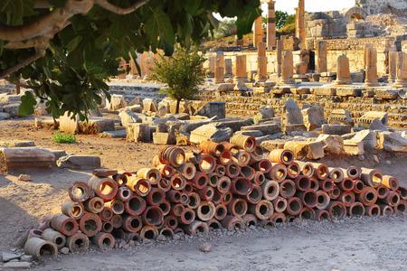 tuberias de agua: Tuber�as de agua antiguas en �feso en Celcuk, Turqu�a