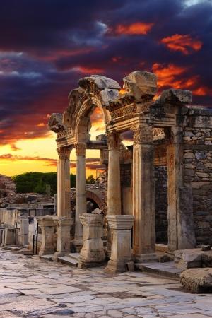 ハドリアヌス寺院エフェソス、Celcuk、トルコの近くで 写真素材