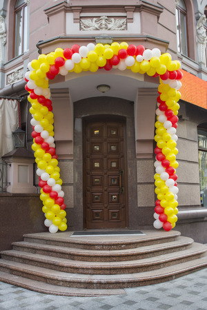ballons: Entrance decorated with colorful ballons
