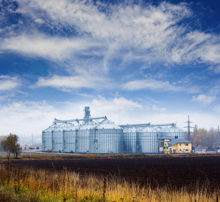 grain storage: Storage tanks for grain and oil products