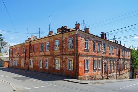 hick: Old red brick building near the road in Vinnytsia, Ukraine