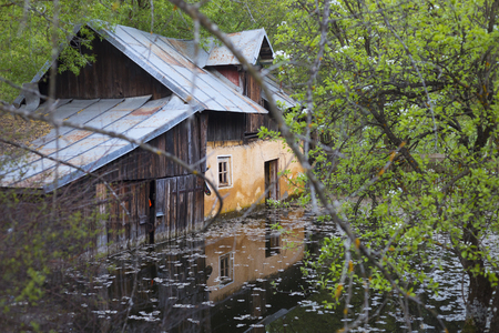 Abandoned old house on flood in Romania Imagens