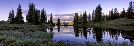 divides: Panorama Shot de Sunrise at Paradise Divide Cerca de Crested Butte Colorado