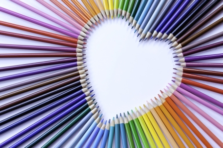 Kleurpotlood hart regenboog op schuin close up Stockfoto