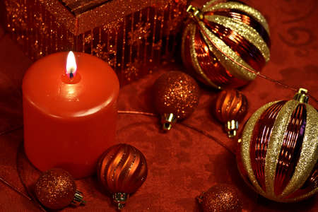 candes: Festive holiday table with red glitter Christmas decorations Stock Photo