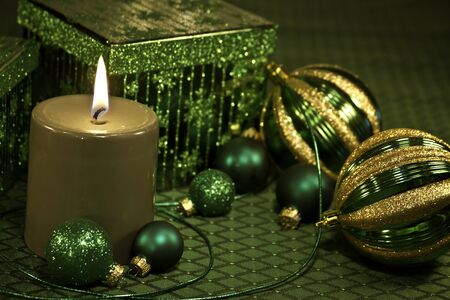 candes: Festive Christmas decorations on green tablecloth