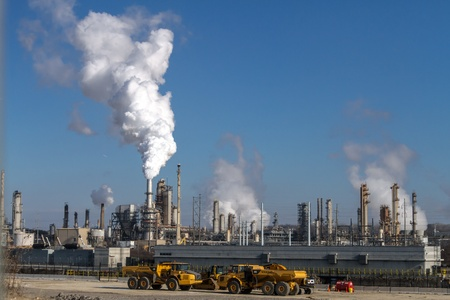 polution: Air pollution from Chicago Petroleum Oil Production Plant near Illinois Michigan Canal