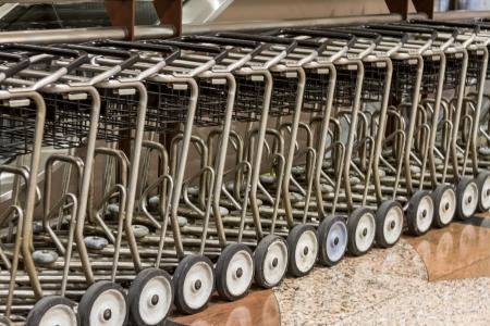 denver co: Fila de los carros del equipaje en el aeropuerto
