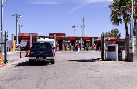 border patrol: LUKEVILLE, AZ, March 2013: Line of cars entering the United States from Mexico at the US Border Station at the international border of the US and Mexico Editorial