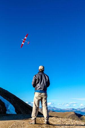 top 7: JONES PASS-EMPIRE  Parshall, COLORADO  EE.UU. - 07 de septiembre 2014: avi�n Modelo y pruebas drone en la cima de la divisi�n continental en el �rea desierto Jones Pass en las Monta�as Rocosas de Colorado el 7 de septiembre de 2014 en Empire  Parshall, Colorado