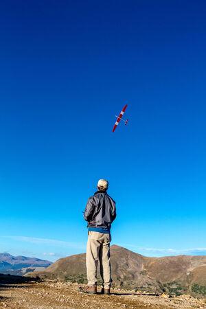 top 7: JONES PASS-IMPERIO  PARSHALL, COLORADO  EE.UU. - 07 de septiembre 2014: avi�n del modelo y de las pruebas de aviones no tripulados en la cima de la Cordillera Central en el �rea silvestre Jones Pass en las Monta�as Rocosas de Colorado el 7 de septiembre de 2014 en Empire  Parshall, Colorado Editorial