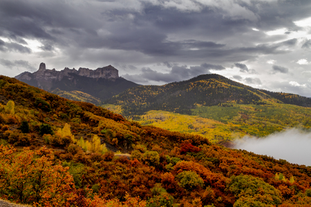 Courthouse Mountain and Chimney Rock along Owl Creek Pass on stormy fall afternoon Stockfoto
