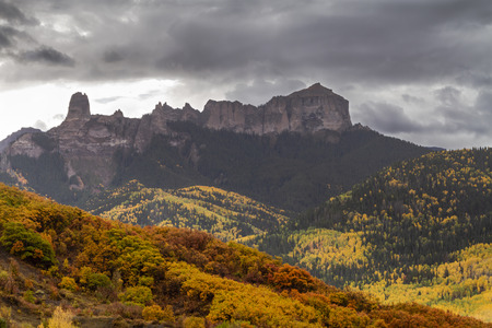 Courthouse Mountain and Chimney Rock along Owl Creek Pass on stormy fall afternoon in Cimmarron Mountains Stockfoto