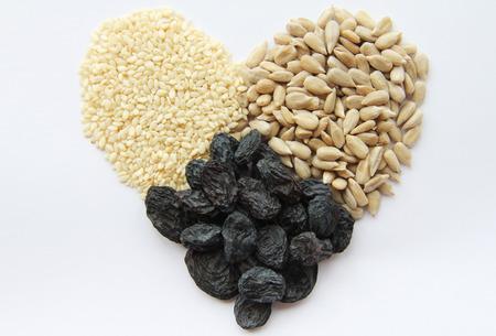 frutos secos: Los frutos secos en la forma de corazón