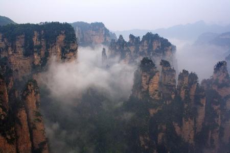 Mistige bergen van Zhangjiajie, provincie Hunan, China