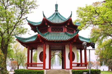 Chinees paviljoen. East Lake Park. Wuhan stad. China is.