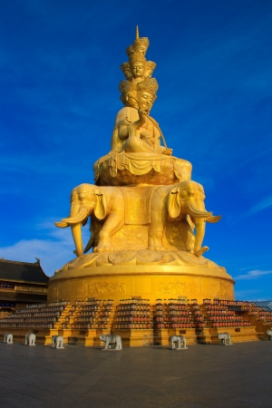 The golden buddha of Emeishan peak. Sichuan. China Stock Photo