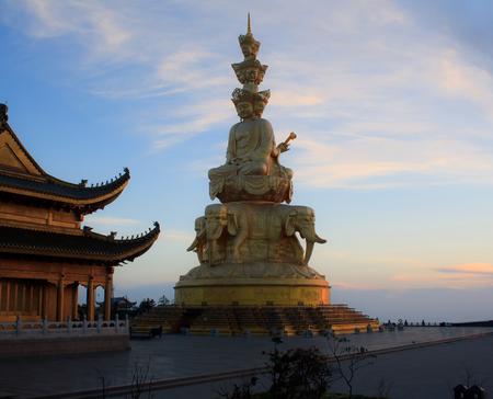 The golden buddha of Emeishan peak  Sichuan  China Stock Photo