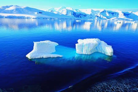 Various types of iceberg landscapes. There are ice floes, glaciers, oceans, radioactive clouds, sunshine, this is the Antarctic summer.