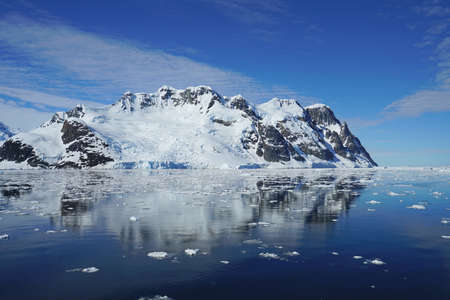 This is summer in Pleneau Island, Antarctic Peninsula. There are penguins, whales, icebergs, ice floes, glaciers, oceans, radioactive clouds and sunlight. Standard-Bild