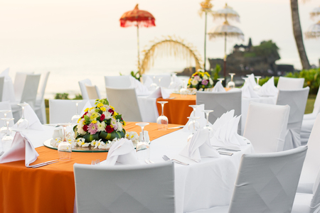 Outdoor dinner table setting at a resort in the late afternoon. Banco de Imagens
