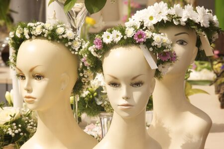 bald girl: Bridal wreath presented on a female mannequin head Stock Photo