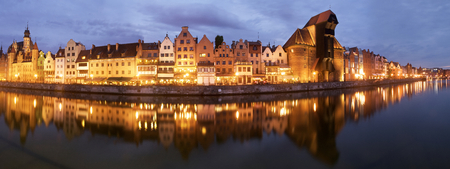 Night panorama of the historical medieval port in Gdansk in Poland. Detail view of the old crane, local touristic attraction Фото со стока