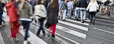 paso de peatones: Los peatones
